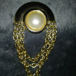 Antiqued gold brooch
